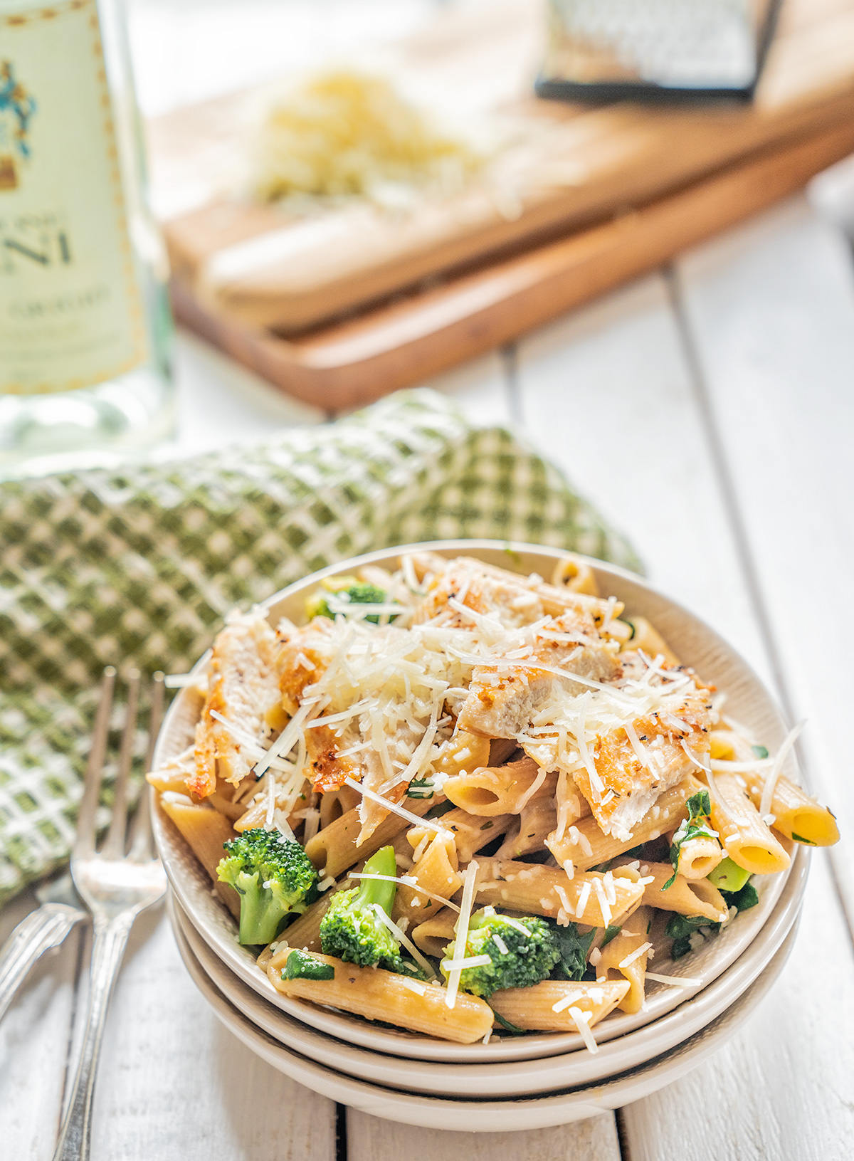 Chicken-Broccoli-Pasta-with-White-Wine-Sauce