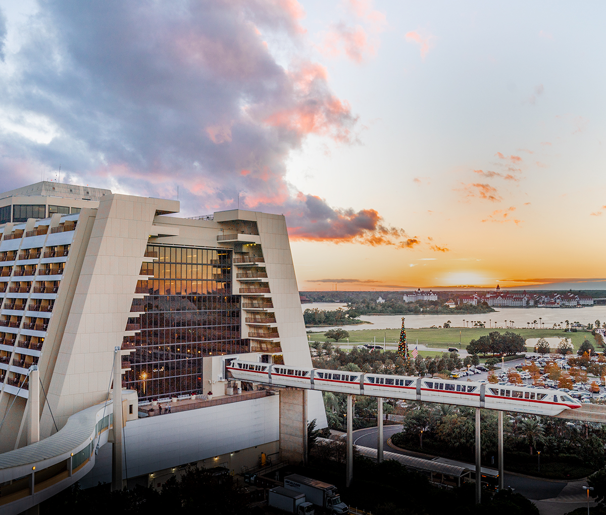 Monorail-Disneys-Contemporary-Resort