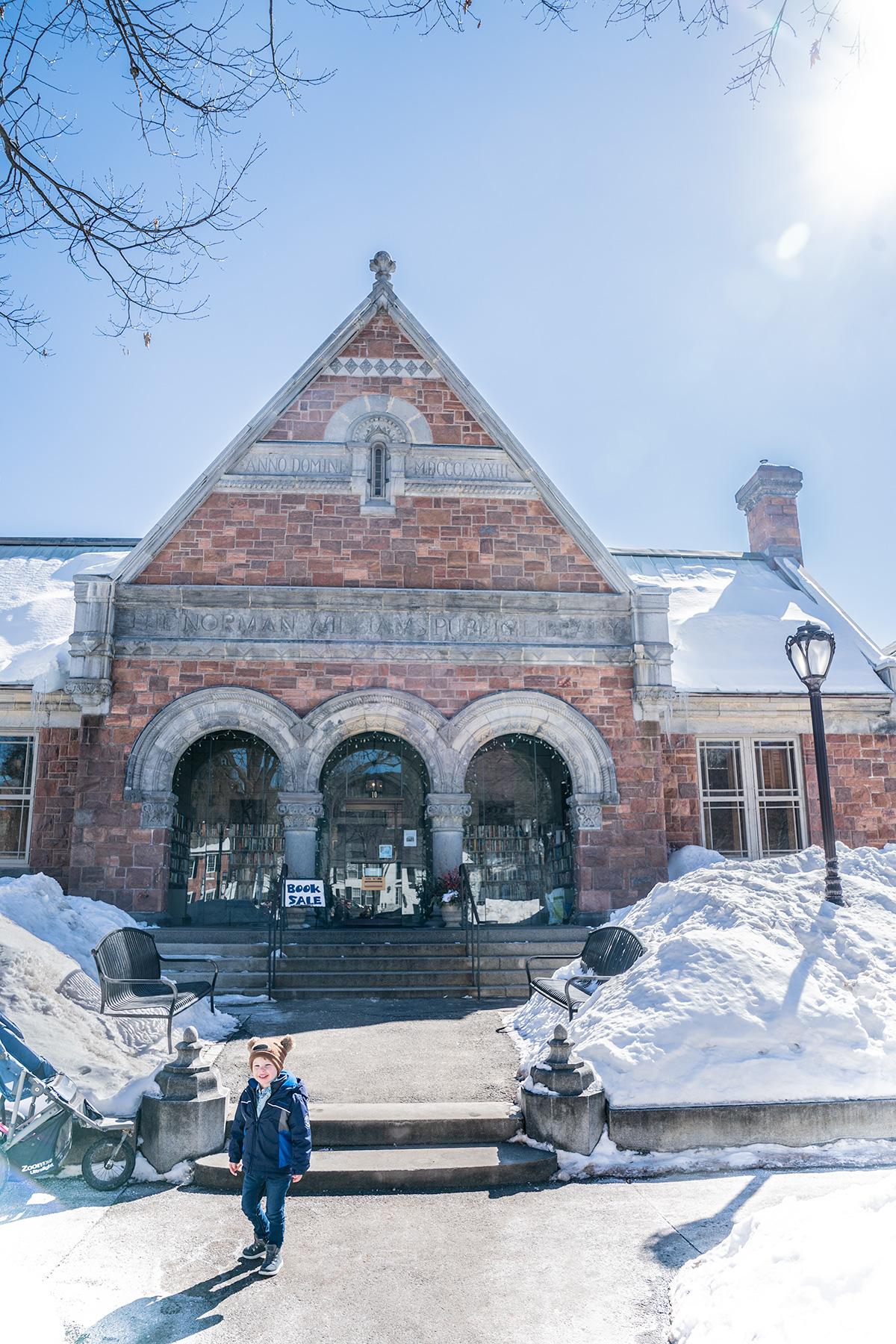 Town-of-Woodstock-Vermont-in-Winter