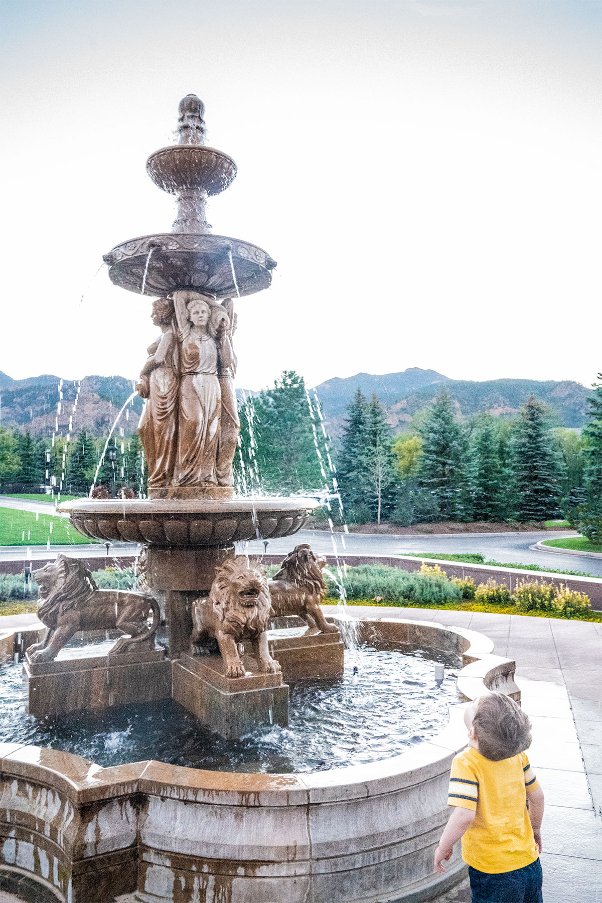 Fountains-of-Broadmoor-Colorado-Springs