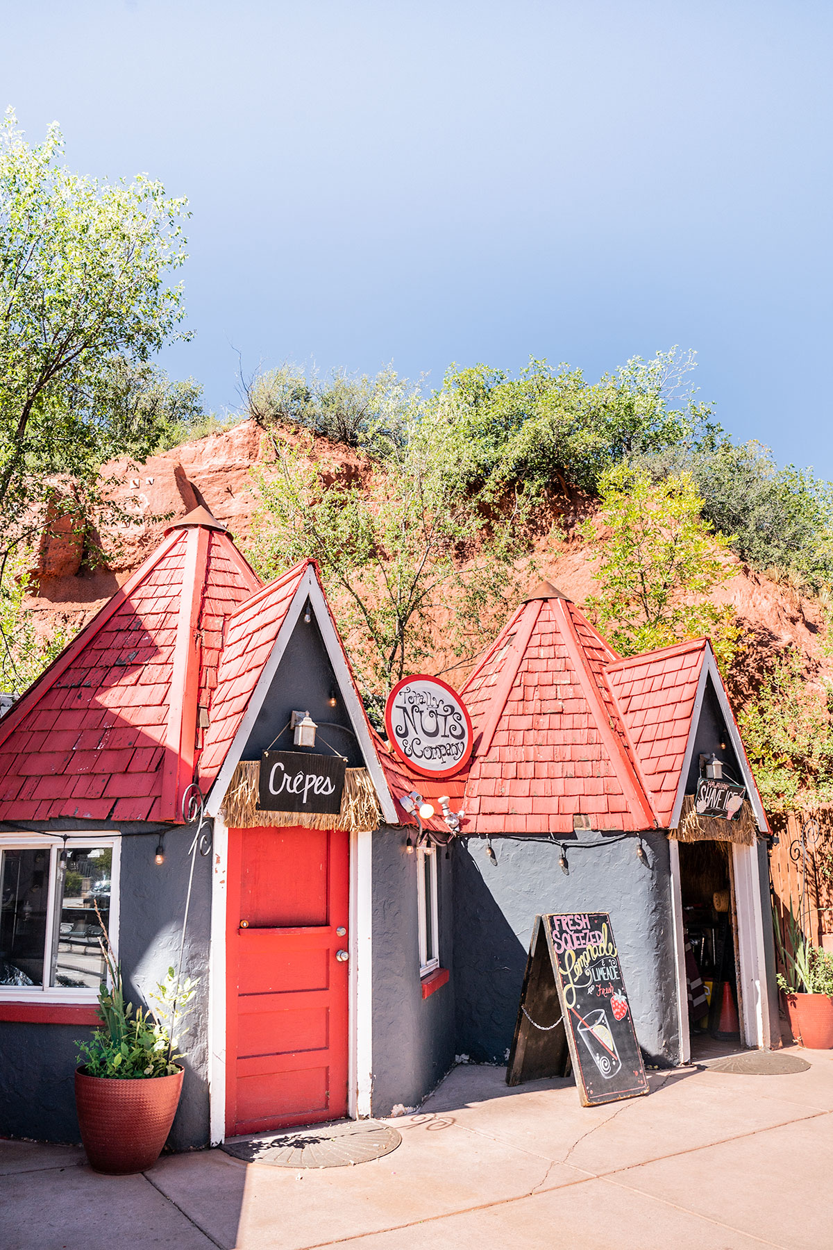 Manitou-Springs-Cute-Shops-Colorado